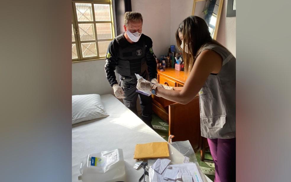Polícia Civil encontra medicamentos e seringas em casa de suspeito de aplicar PMMA em mulher internada — Foto: Reprodução/Polícia Civil