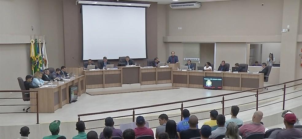 Aumento foi aprovado em sessão extraordinária da Câmara de Sinop  — Foto: TVCA/ Reprodução