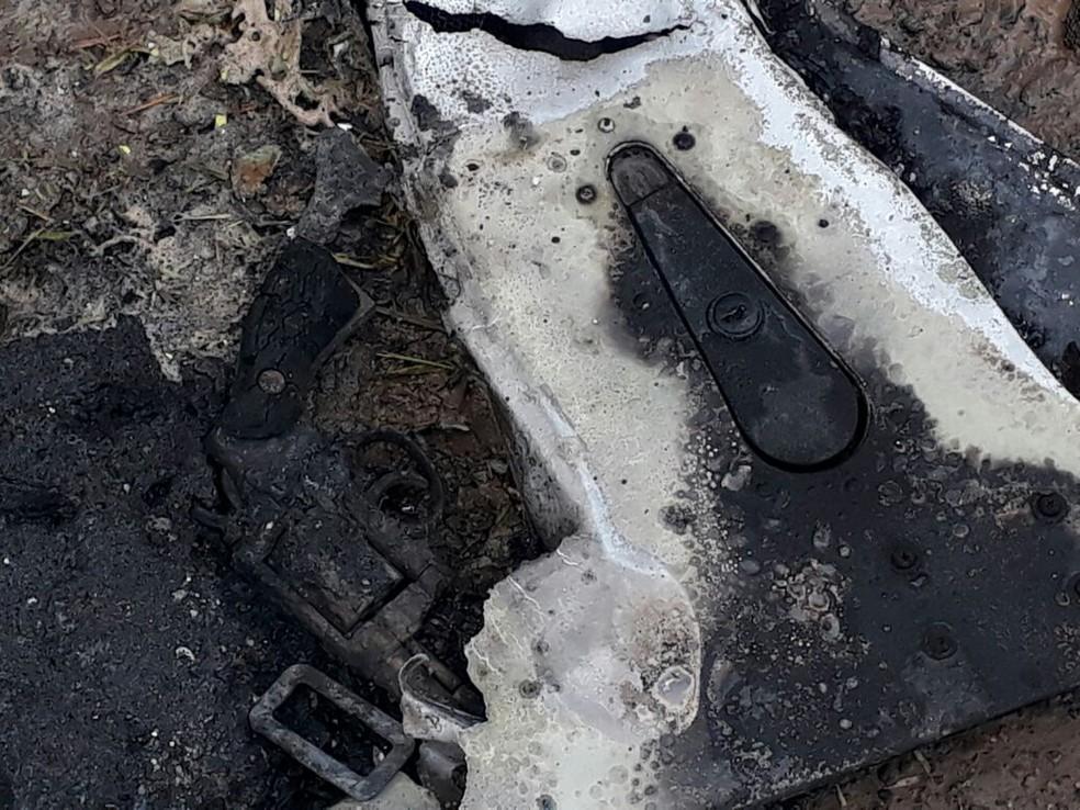 Arma encontrada no helicóptero que caiu em Joinville. (Foto: Divulgação/Polícia Militar)