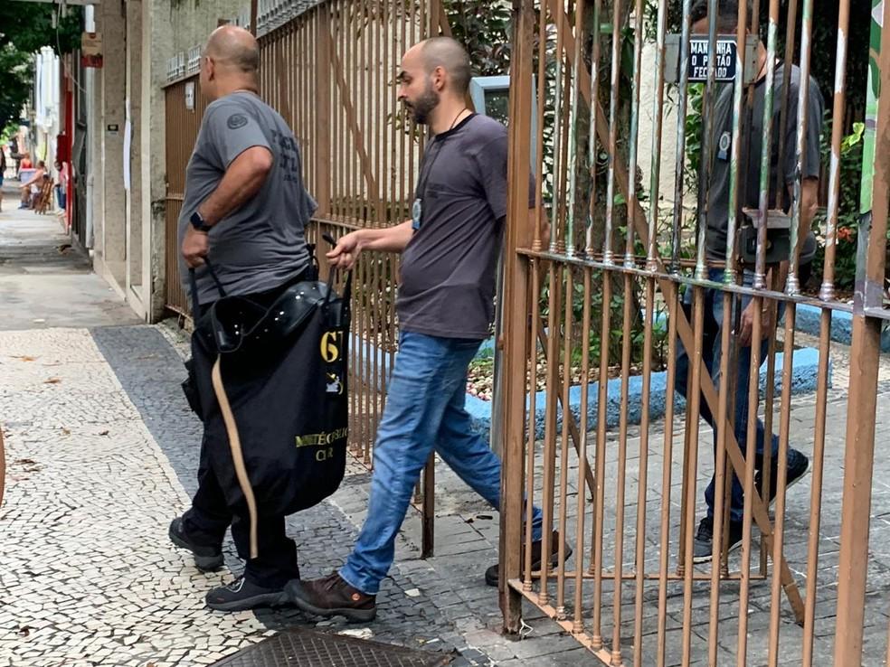 Malote apreendido na casa do Pacca — Foto: Fernanda Rouvenat / G1