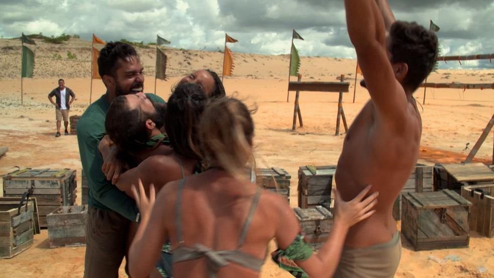 A tribo Calango comemora a segunda vitória seguida na Prova da Imunidade — Foto: Globo