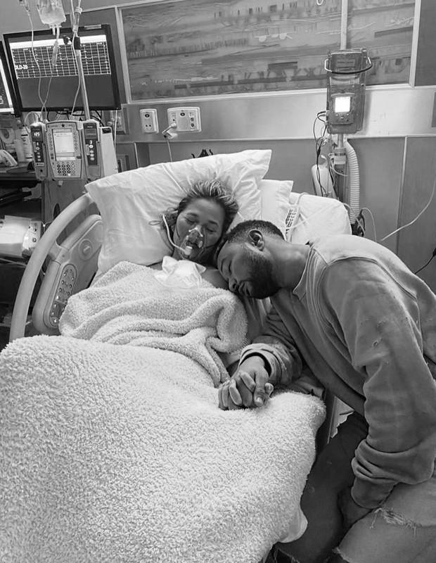 Chrissy Teigen e John Legend (Foto: Reprodução / Instagram)