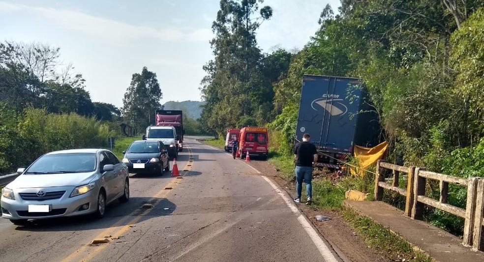 Pista foi bloqueada para atendimento da ocorrência — Foto: Divulgação/CRBM