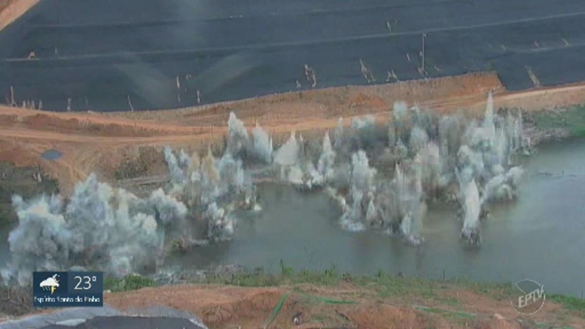 Daee realiza explosão de rochas para construção de barragem em Pedreira, SP - G1