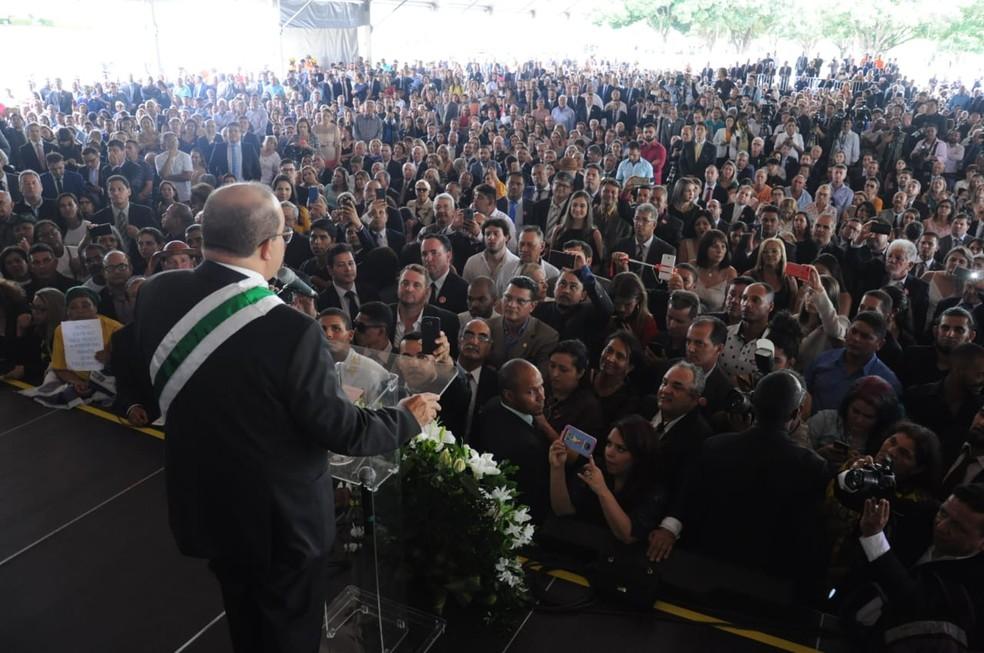 Ibaneis Rocha discursa na Praça do Buriti — Foto: Renato Alves/Equipe de transição