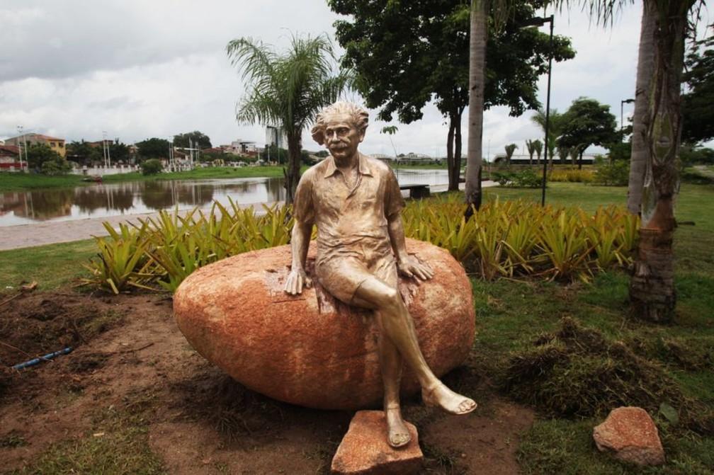 Sobral terá uma série de comemorações nos 100 anos do eclipse, e ganhou uma nova estátua de Albert Einstein, mas muitos na cidade ainda não sabem exatamente qual a relação entre o físico e a cidade — Foto: Prefeitura de Sobral