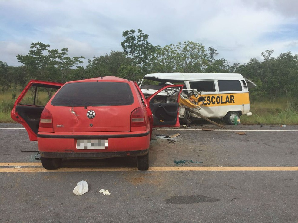 Três pessoas morreram após batida entre van escolar e carro (Foto: Divulgação)