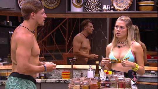 Isabella prepara o jantar e Tereza sugere outro cardápio