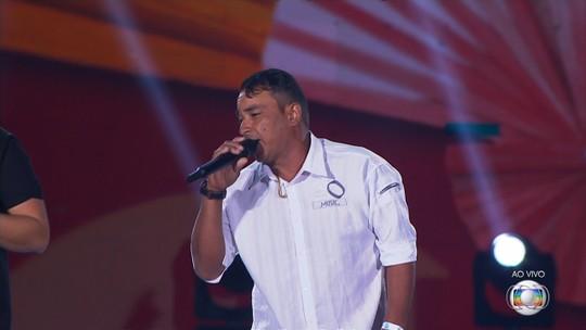 Após surpresa de cantar no Festival Villa Mix, operário mal consegue dormir: 'Inesquecível