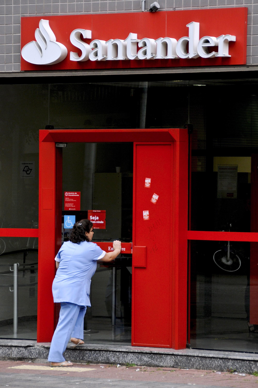 Santander terá de indenizar cliente com nanismo que não ...