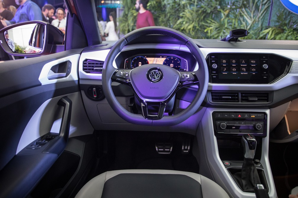 Visão do motorista no Volkswagen T-Cross — Foto: Fábio Tito/G1