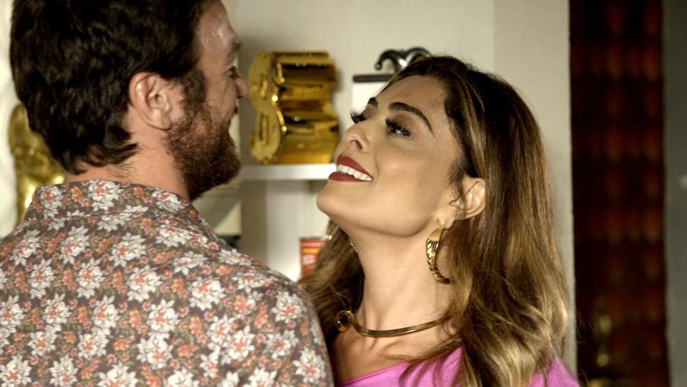 Em 'A Força do Querer', Bibi (Juliana Paes) organiza plano de fuga para construir uma nova vida com Rubinho (Emilio Dantas) — Foto: TV Globo