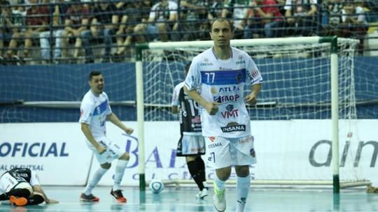 4156a24942 Com gols de Rodriguinho