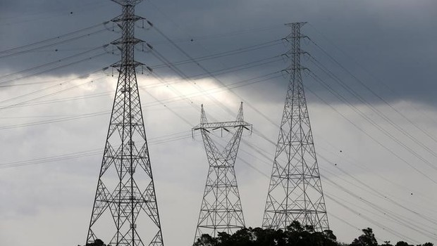 Torres de transmissão de energia elétrica em Diadema  (Foto: Paulo Whitaker/Reuters)