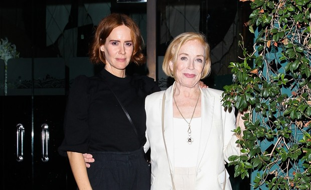 Sarah Paulson e Holland Taylor (Foto: BACKGRID)