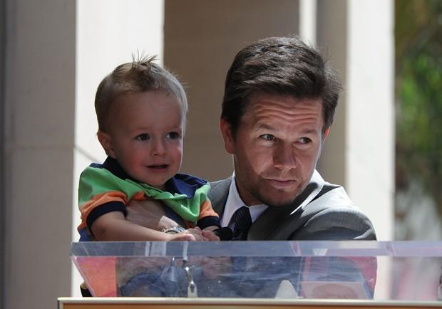 Mark Wahlberg e seu filho em Hollywood  (Foto: Frazer Harrison/Getty Images)