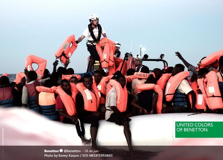 Benetton é criticada por propaganda com imagem de imigrantes do 'Aquarius'