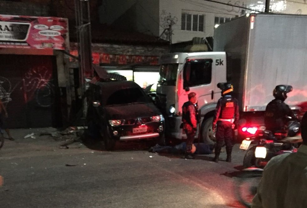 Acidente na Avenida Osório de Paiva, em Fortaleza (Foto: Arquivo pessoal)