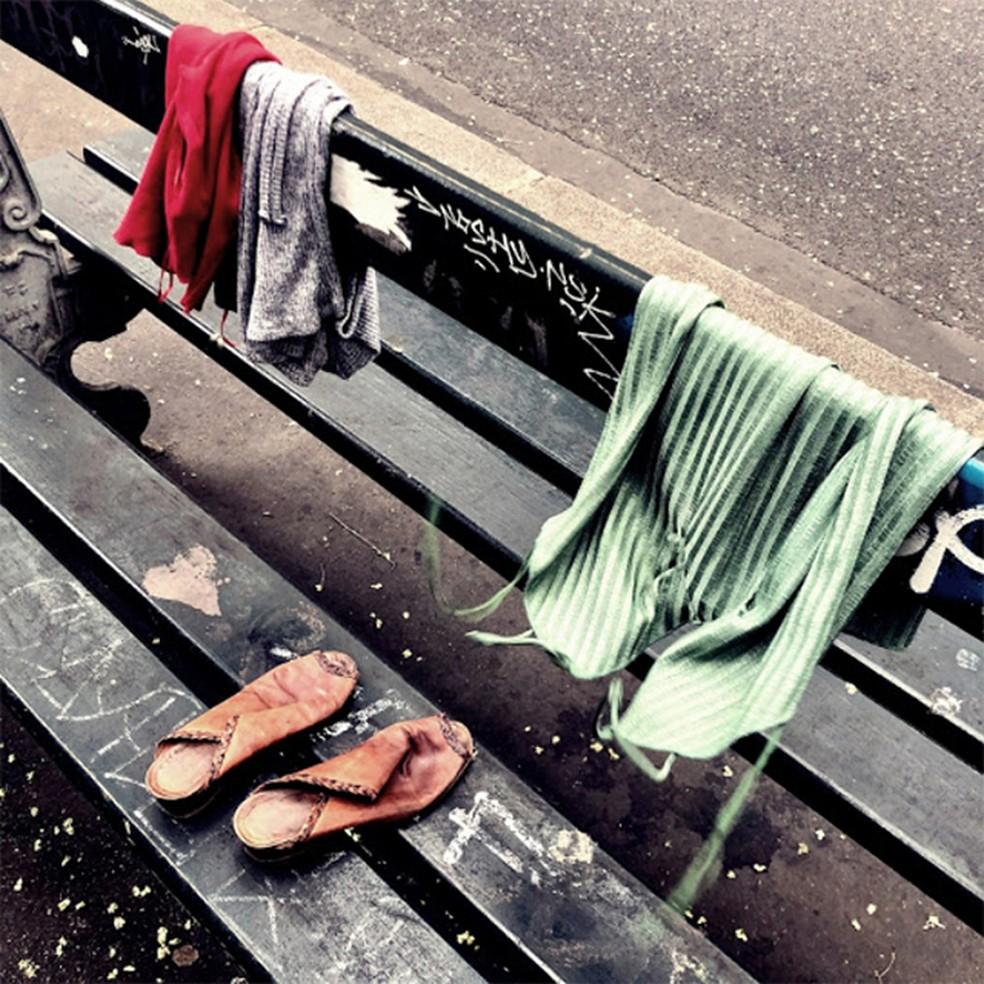 Capa do single 'Como se a solidão fosse um crime', de Momo e Helio Flanders — Foto: Reprodução