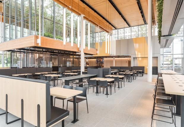 Área das mesas do novo restaurante do McDonald's, em Chicago (Foto: Divulgação)