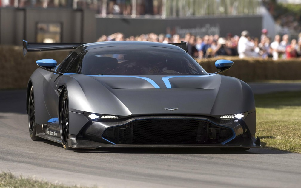 Aston Martin Vulcan estreia na pista em Goodwood (Foto: )
