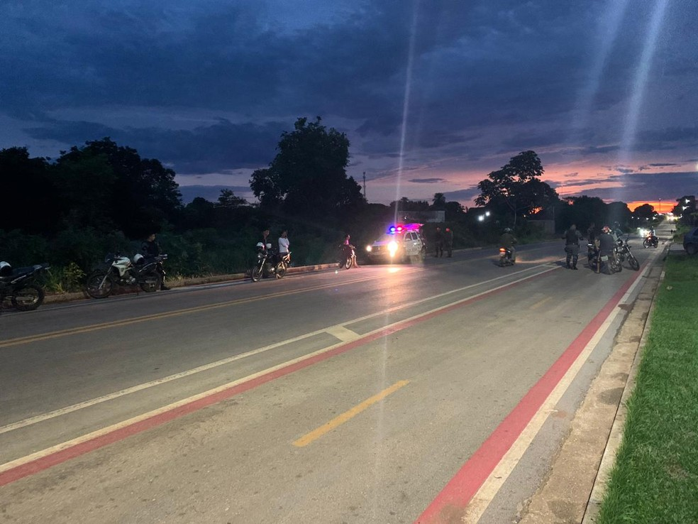 Abordagem no trânsito ocorreu na Avenida Tancredo Neves, no bairro Jardim Aeroporto — Foto: Polícia Militar de Mato Grosso/Assessoria