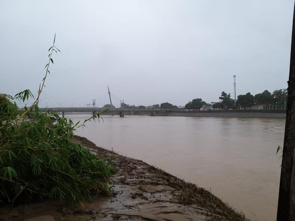 Em Rio Branco, Rio Acre subiu 52 centímetros entre essa segunda (1) e terça (2)  — Foto: Eldérico Silva/Rede Amazônica