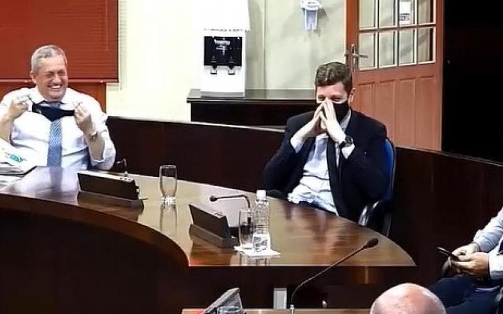 Gargalhadas no plenário enquanto vereadora lia lista de prêmios— Foto: Câmara de Vereadorea/Reprodução