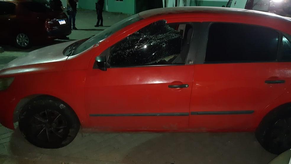 Marcas de tiros no carro do jovem de 22 anos assassinado em Macaíba, na Grande Natal — Foto: Sérgio Henrique Santos/Inter TV Cabugi