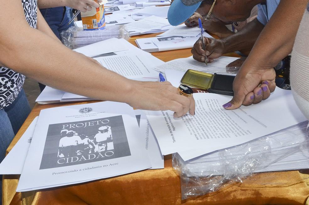 Outros serviços de cidadania são oferecidos através do Projeto Cidadão no Acre  — Foto: Divulgação/TJ-AC
