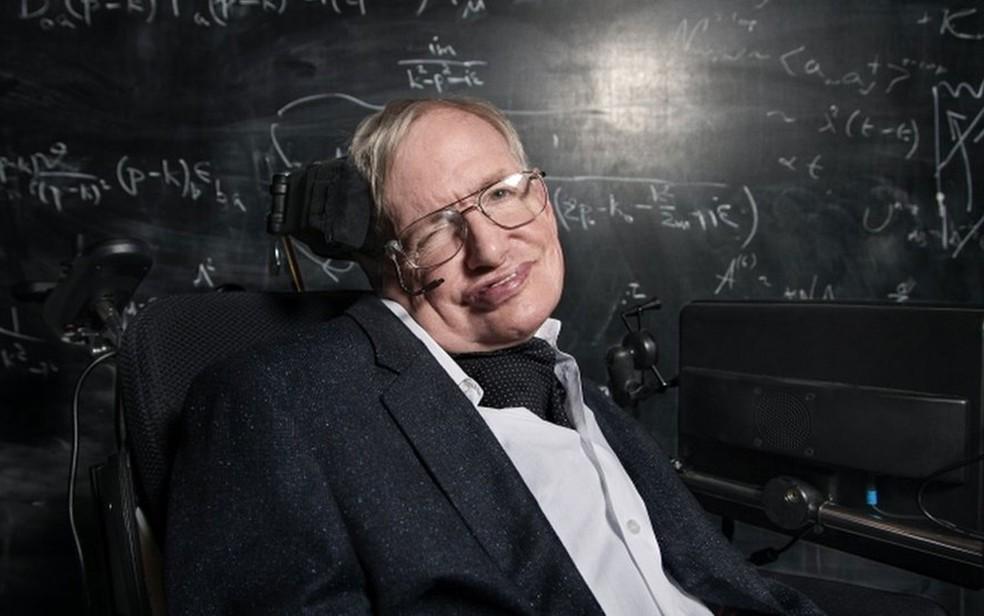 Hawking é autor de um bestseller, 'Uma breve história do tempo', e teve sua vida retratada no filme 'A Teoria de Tudo' (Foto: BBC)