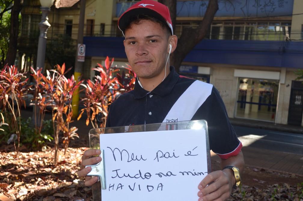 Apesar de não serem da mesma cidade, Hugo Nascimento admira seu pai João Batista do Nascimento  (Foto: Emily Cardoso/G1)