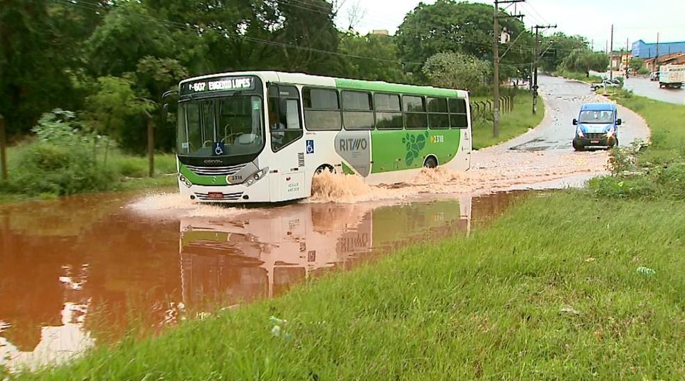 Temporal causou alagamentos na zona norte de Ribeirão Preto (Foto: Paulo Souza/EPTV)