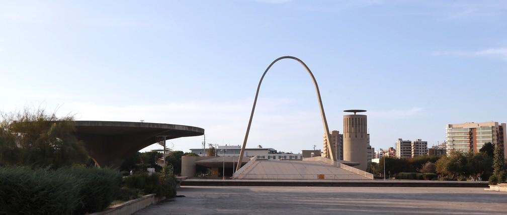 A Feira Internacional de Trípoli, no Líbano, projetada pelo arquiteto brasileiro Oscar Niemeyer — Foto: ANWAR AMRO / AFP