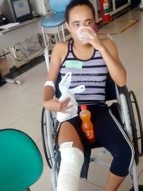 Dor no lado esquerdo das costas viajando para baixo da perna abaixo do joelho