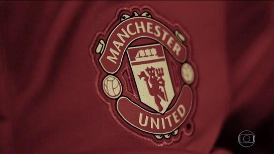 Ibrahimovic acerta com Manchester United por mais uma temporada