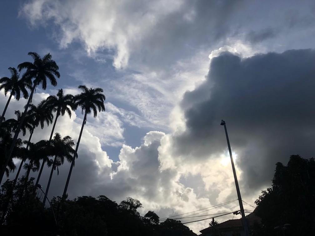 Nuvens são formadas quando vapor de água se junta a partículas em altas atitudes (Foto: Carlos Brito/G1)