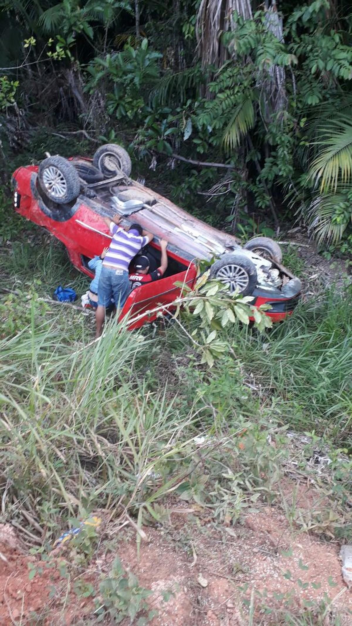 Acidente com carro deixa mortos e feridos na BR-174, no interior de RR