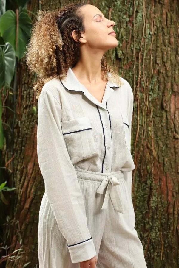 Em algodão, dupla da marca carioca Ayla amplia o leque de opções neutras para ter à mão. (R$ 388 no site da marca) (Foto: Divulgação)