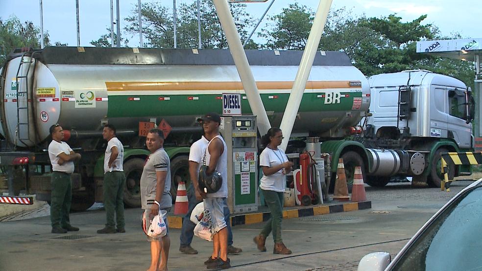 Resultado de imagem para abastecimento de combustível CAMINHÃO TANQUE