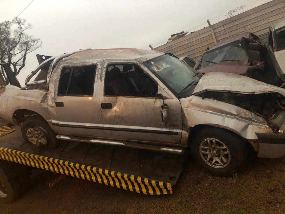 Duas pessoas morreram em um capotamento de caminhonete, na PR-466 — Foto: Divulgação/PRE