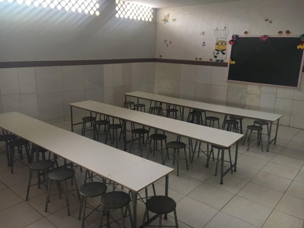 Um dos casos teria ocorrido no refeitório; professora nega hematoma e diz que apenas 'pegou braço' de menino — Foto: Sílvio Túlio/G1