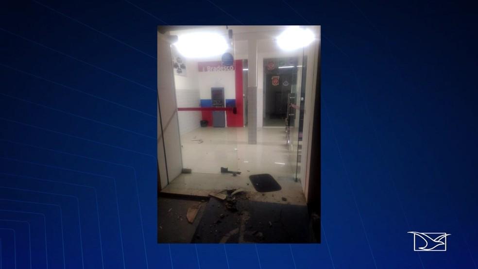 Criminosos tentaram assaltar uma agência bancária do Bradesco na cidade de Água Doce do Maranhão, segundo informações da Polícia. (Foto: Reprodução/TV Mirante)