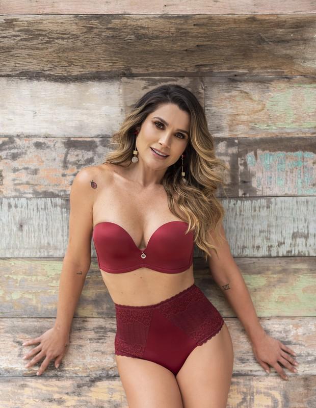 Flávia Alessandra posa para a marca Nayane Rodrigues (Foto: Divulgação)