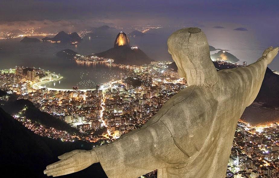 Corcovado, Rio de Janeiro, Brasil - Este é um dos morros mais conhecidos do mundo pela estátua do Cristo Redentor, de 38 metros de altura. Uma paisagem paradisíaca para brasileiros e estrangeiros