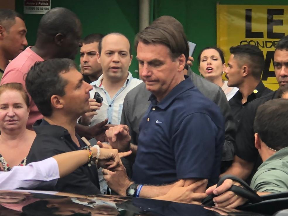 O presidente Jair Bolsonaro durante visita a supermercado no Guarujá (SP) — Foto: Marcela Pierotti/G1