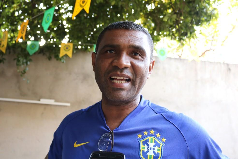 Marcão é técnico de futebol e tio de Lyan. Ele confia na vitória da seleção brasileira e no talento do Thiago Silva (Foto: Foto: José Marcelo/G1)