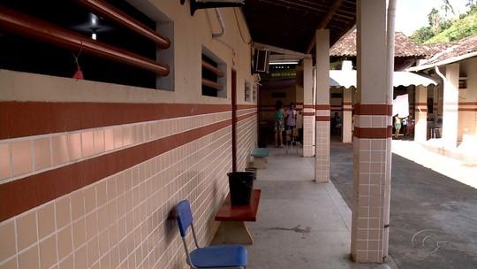 Crianças estudam em escola que fica em área de risco em Santana do Mundaú, AL