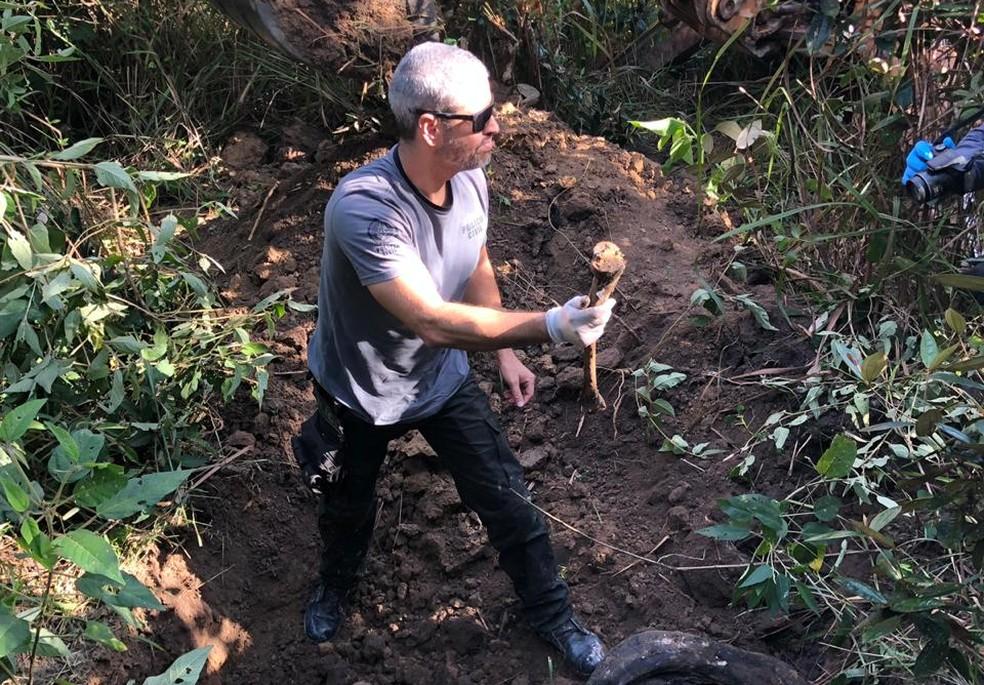 Polícia acha mais corpos em cemitério clandestino em Itaboraí — Foto: Divulgação
