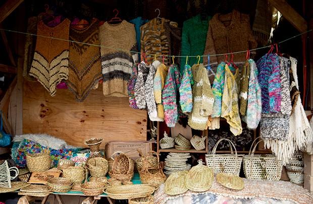 Lifestyle viagem Chile - Lojinha da feira de Dalcahue (Foto: Carol Gherardi )